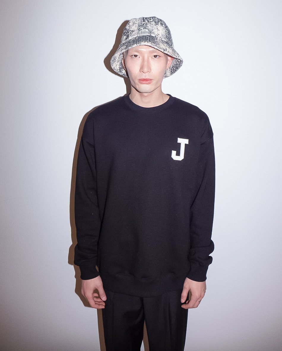 College J logo Sweatshirts Black (기모)